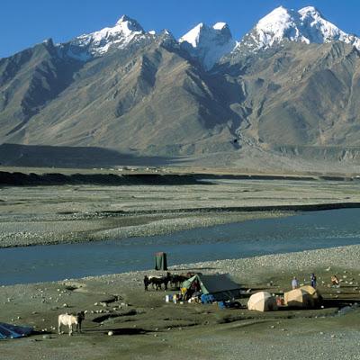 Ladakh05_163_zelten_im_thal